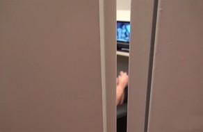 imagen Universitaria pilla a su compañero de piso masturbándose y…