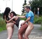 imagen Video XXX de un trio al aire libre