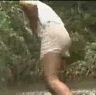 imagen Encuentran a una chica sola en el bosque y se la follan