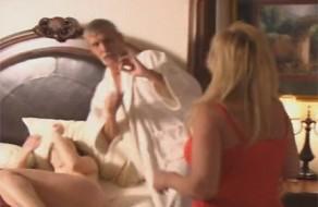 imagen Abuelo se folla a su nieta y su mujer los pilla