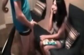 imagen Sexo con mi novia mientras habla por teléfono