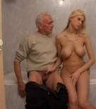 imagen Teen rubia follando con un viejo