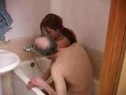imagen Abuelo se folla a su nieta