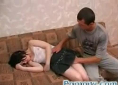 Hermana borracha excitada por el masaje de su hermano