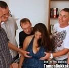imagen Morenaza tetona se monta una orgía con 5 tios