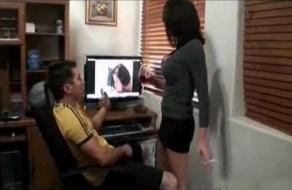imagen Madre pilla a su hijo viendo porno