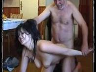 imagen Padre castiga a su hija con sexo