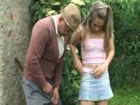 imagen Adolescente follando con su abuelo