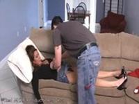 imagen Hijo pilla a su madre durmiendo y se la tira