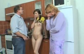 imagen Pillados por su madre follando con su padre