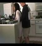 imagen Follando con su madre en la cocina