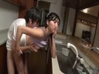 imagen Asiática follada en la cocina