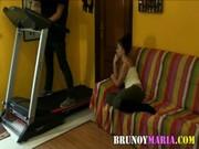 imagen Morena se folla al técnico cuando está sola en casa