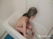 imagen Guarra masturbándose en la bañera