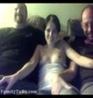 imagen Follada por su padre y su tío en directo