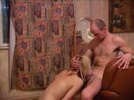 imagen Padre e hija tienen sexo incestuoso