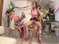 imagen Orgía con cuatro adolescentes de 18 años
