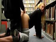 imagen Universitarios follando en la biblioteca