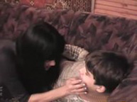 imagen Milf morena follando con su hijo pequeño