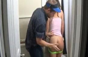 imagen Se coge a su hija como castigo