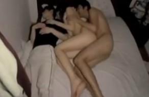 imagen Pareja follando mientras su amigo duerme