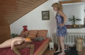 imagen Madre e hijo pillados follando por su novia