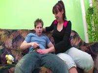 imagen Madre con hijo follando cuando no está papa