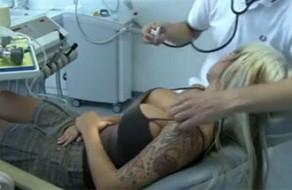 imagen Dentista follando y abusando de rubia sedada