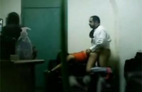 imagen Sacerdote se folla a dos jovencitas feligresas