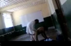imagen Sexo en el colegio entre dos jóvenes adolescentes latinos