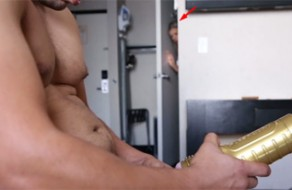 imagen Chavala espía a su hermano cuando se masturba