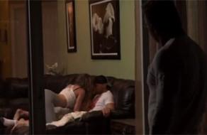 imagen Hija viciosa se le insinúa sexualmente a su papa
