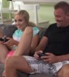 imagen Padre e hija jugando a la consola y follando