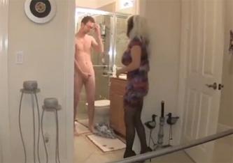papa ve a su hijo en una sauna gay
