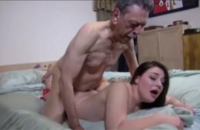 imagen Nieta culona follada por el cabronazo de su abuelo