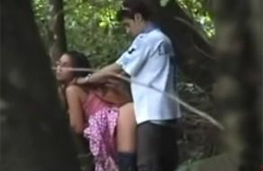 imagen Pillados culeando en el bosque