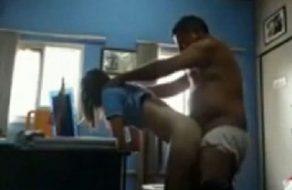 imagen Jefe gordo se folla a la jovencita de su secretaria