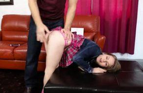 imagen Padre viola a su hija para que aprenda