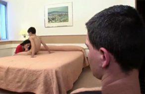 imagen Cornudo español, el Niño Polla se folla a su novia