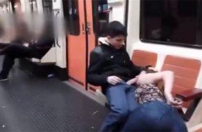 imagen Así se chupa polla en el metro de Madrid