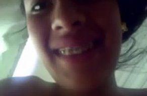 imagen Pareja jovencita graba su primer vídeo casero