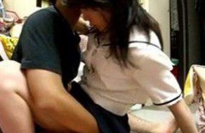 imagen Colegiala follando con su novio en privado