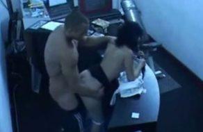 imagen Follando a la secretaria en el gimnasio, cámara oculta