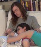 imagen Hermano joven abusa de su hermana sonámbula
