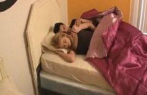 imagen Incesto entre dos hermanos que no consiguen dormirse