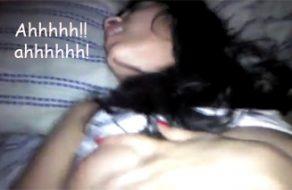 imagen Penetración de un coñito depilado muy húmedo, no para de gritar