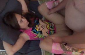 imagen Hermano violador chantajea a una hermana muy teen