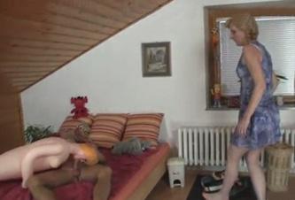 tias meando madre se folla a su hija