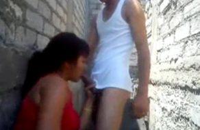 imagen Chupa la verga de su sobrino en el callejon
