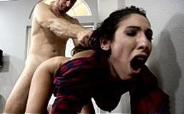 imagen Hijo viola violentamente a su madre